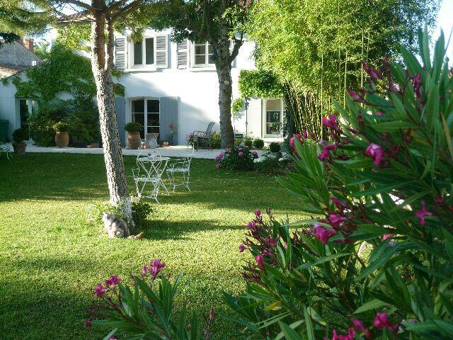 Delightful ... Ile De Ré. Holidayvilla With Pool   In The Quiet Village Of La Jarne    Charente Maritime