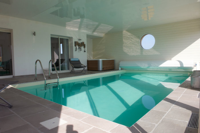 Indoor pool einfamilienhaus  For rent : Luxury contemporary villa with indoor pool in Plounéour ...