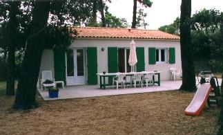 Ferienhaus mit grossem Garten nah dem Strand