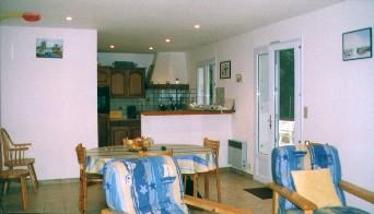 Wohn -Esszimmer mit Küche (2 Fotos)