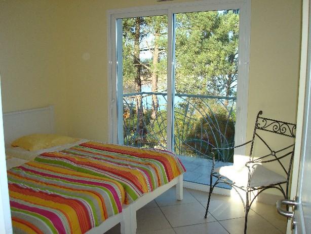 Schlafzimmer 4 mit Balkon und Seesicht (1.Etage)