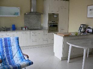 Grosse Wohn -Esszimmer mit Küche (4 Fotos)