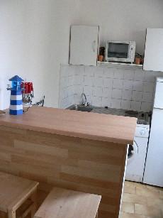 Wohnzimmer mit Küche (2 Fotos)