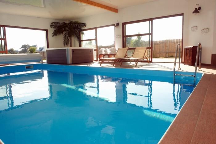 zu mieten au ergew hnliche ferienvilla mit sicht auf dem ozean indoor pool und jacuzzi in. Black Bedroom Furniture Sets. Home Design Ideas